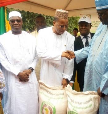 La Cedeao met 2856 tonnes de céréales à la disposition du Gouvernement Malien